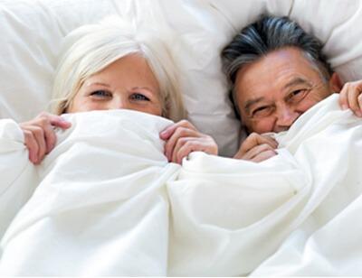Glueckliches Paar nach CPAP-Therapie