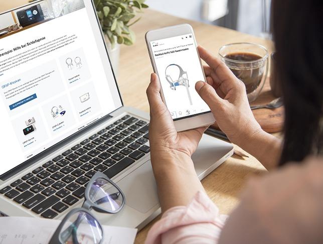 Frau kauft sich im ResMed Online Shop eine ResMed CPAP-Maske